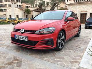 2017-Volkswagen-Golf-GTI-front-1.jpg