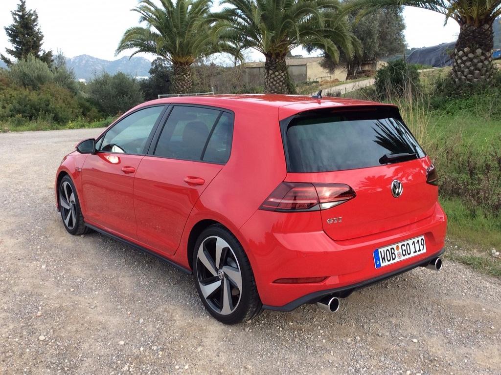 2017-Volkswagen-Golf-GTI-rear.jpg