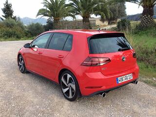 2017-Volkswagen-Golf-GTI-rear.jpg